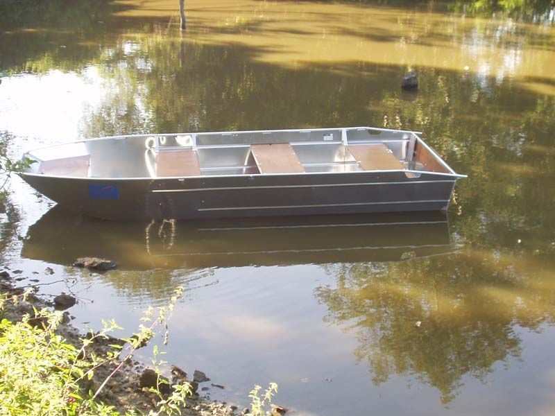 fishing small boat_100